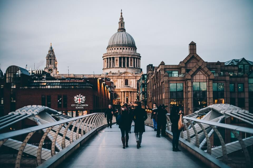 graduate jobs in london the pros and cons cv library
